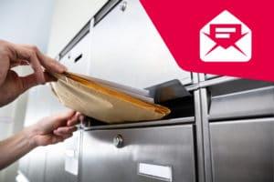 Bote stellt Kündigungen an Briefkasten zu